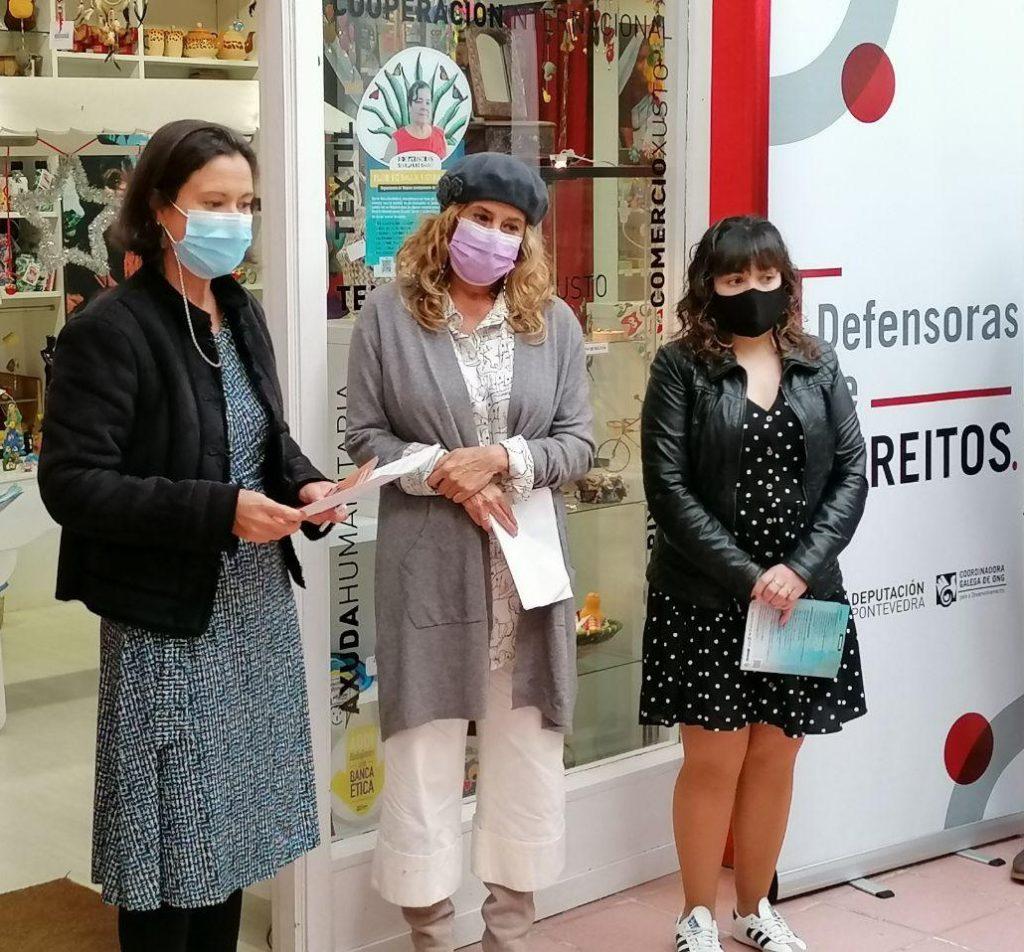 acto inauguración da expo fotográfica Defensoras Semillas de Cambio na tenda de comercio xusto de Solidariedade Internacional Galicia nas Galerías Oliva de Pontevedra